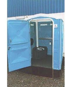 blåt mobiltoilet med åben dør
