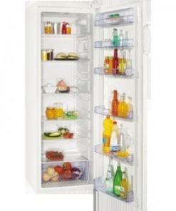 stort køleskab med åben låge fyldt med dagligvarer