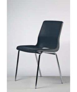 grå stabelstol med krom stel og polstret sæde