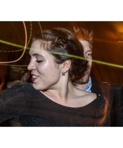 kvinde på dansegulv til fest