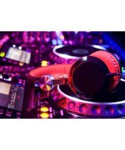 mixerpult med høretelefoner