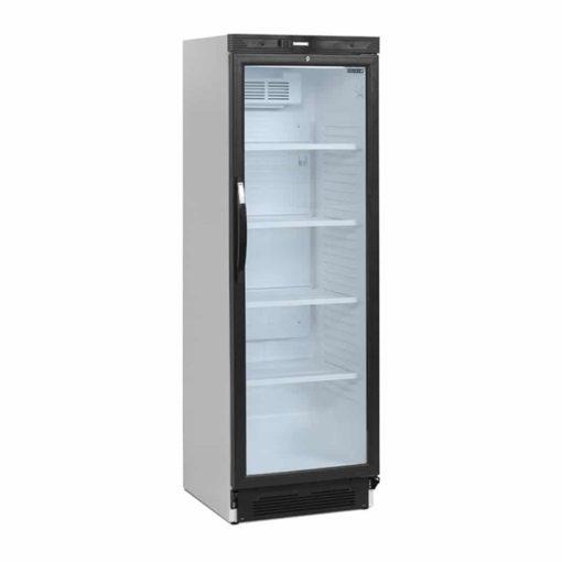 stort køleskab med glaslåge